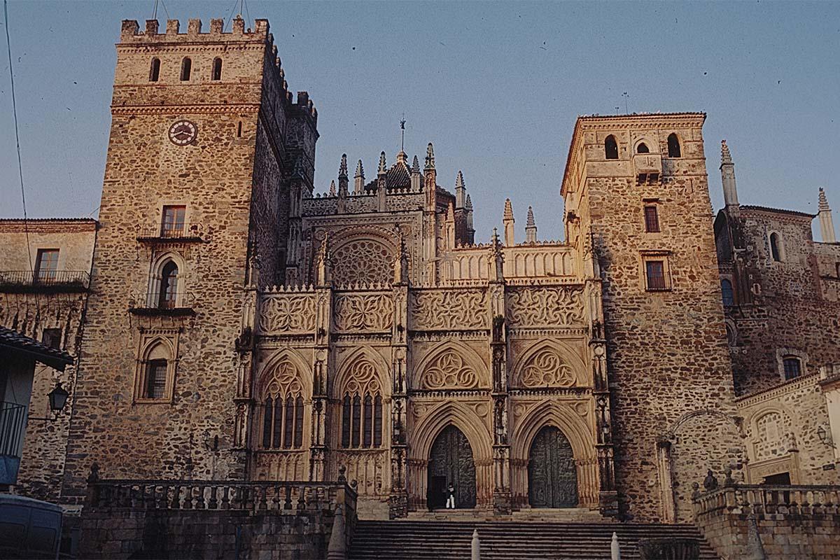 Arche-Restauri_Parma_1992-Guadalupe-01